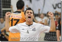 Craque Neto, comemorando o primeiro gol no jogo