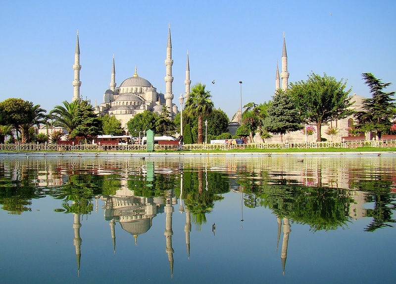 800px-Blue_Mosque_Istanbul_Mirrored
