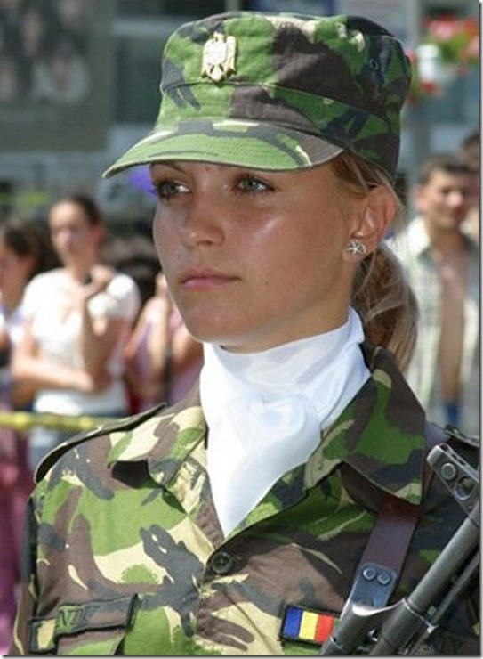 hottest-female-soldiers-19