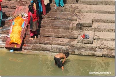 Rio Bagmati em Kathmandu