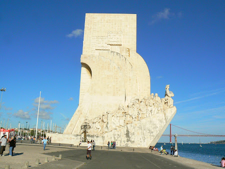 17. Discoverers monument in Belem.JPG