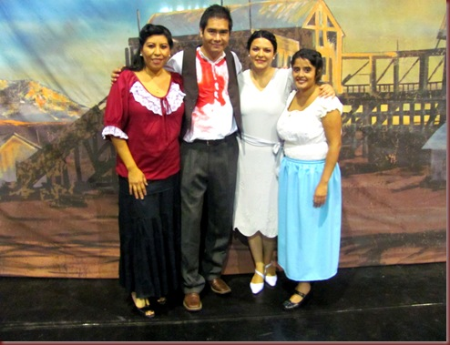MAQUILLAJE,PEINADO Y VESTUARIO (44)