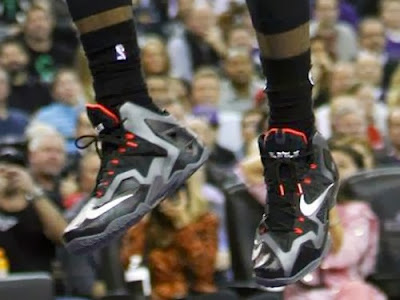 lebron james nba 131227 mia at sac 00 James Takes Flight in Sacramento in new Nike LeBron 11 Away PEs