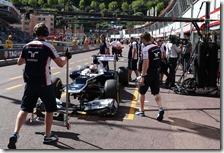 Maldonado con la Williams nei box di Montecarlo