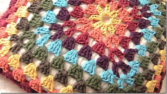 almofada arco-iris detalhe