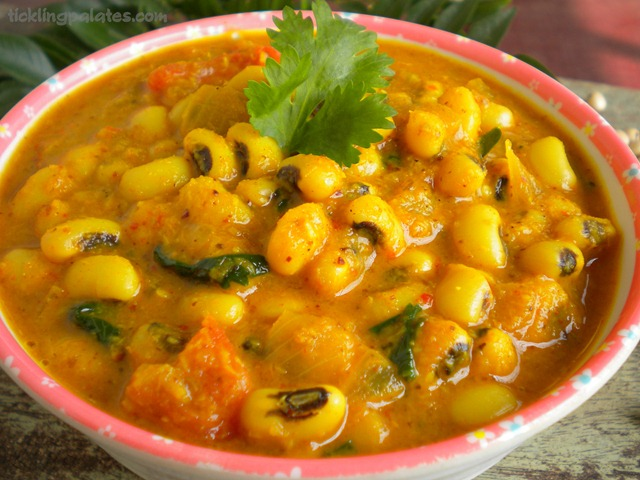Chavli Amti / Black Eyed Peas Curry | Tickling Palates