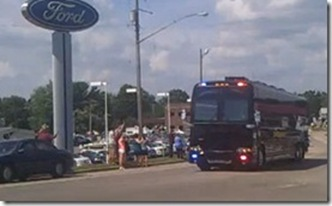 Obama_Tour_Black_Bus_thumb[1]