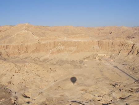 Templul lui Hatshepsut vazut din balon