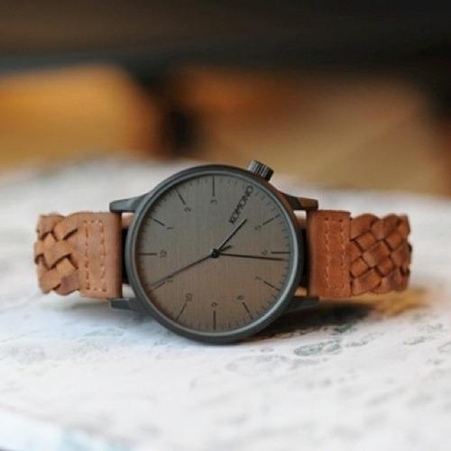 komono-winston-woven-chestnut-horloge