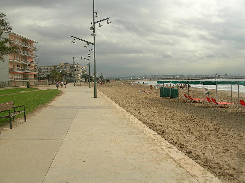 Hotel Terramarina (ex. Carabela Roc). La Pineda. Costa Dorada. Spain. Дорожка вдоль пляжа.