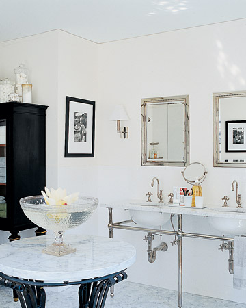 I decorated this bathroom several years ago for a fellow martha stewart employee.  (marthastewart.com)