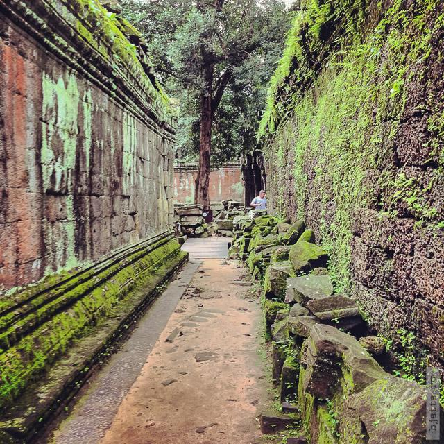 13. Angkor Tom. Ангкор Том. Дорожки не просто дышат стариной и легендами.