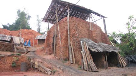 Lò gạch thủ công tại xã Hà Vị (Bạch Thông).