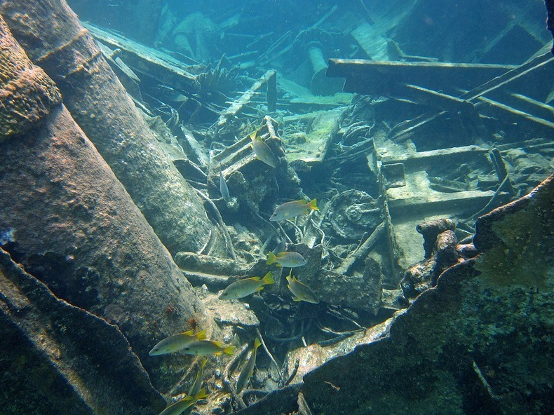 cayman-island-shipwreck-13