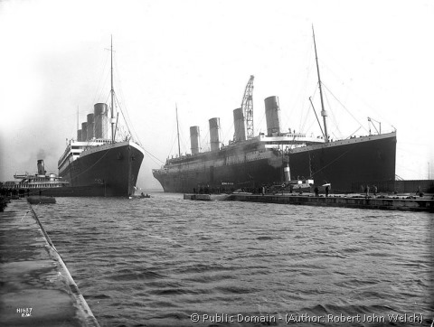 796px-Olympic_and_Titanic