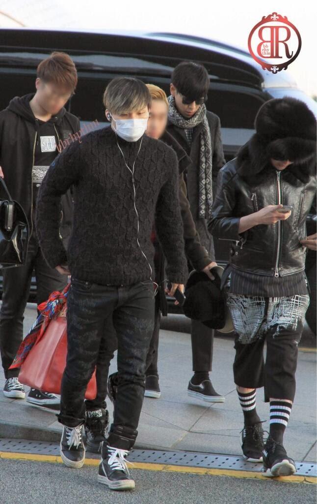 Big Bang - Incheon Airport - 06dec2013 - Fan - BB Rhythm - 02.jpg