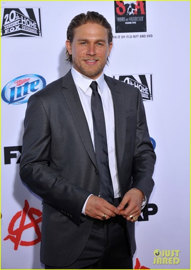charlie-hunnam-talks-fifty-shades-of-grey-for-first-time-04