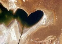 Mencintai atau dicintai