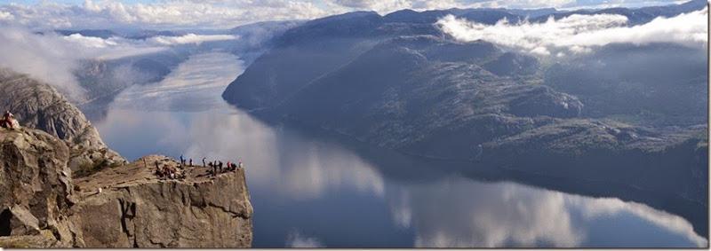 Preikestolen_hovedbilde_Lysefjordsightseeing-cut