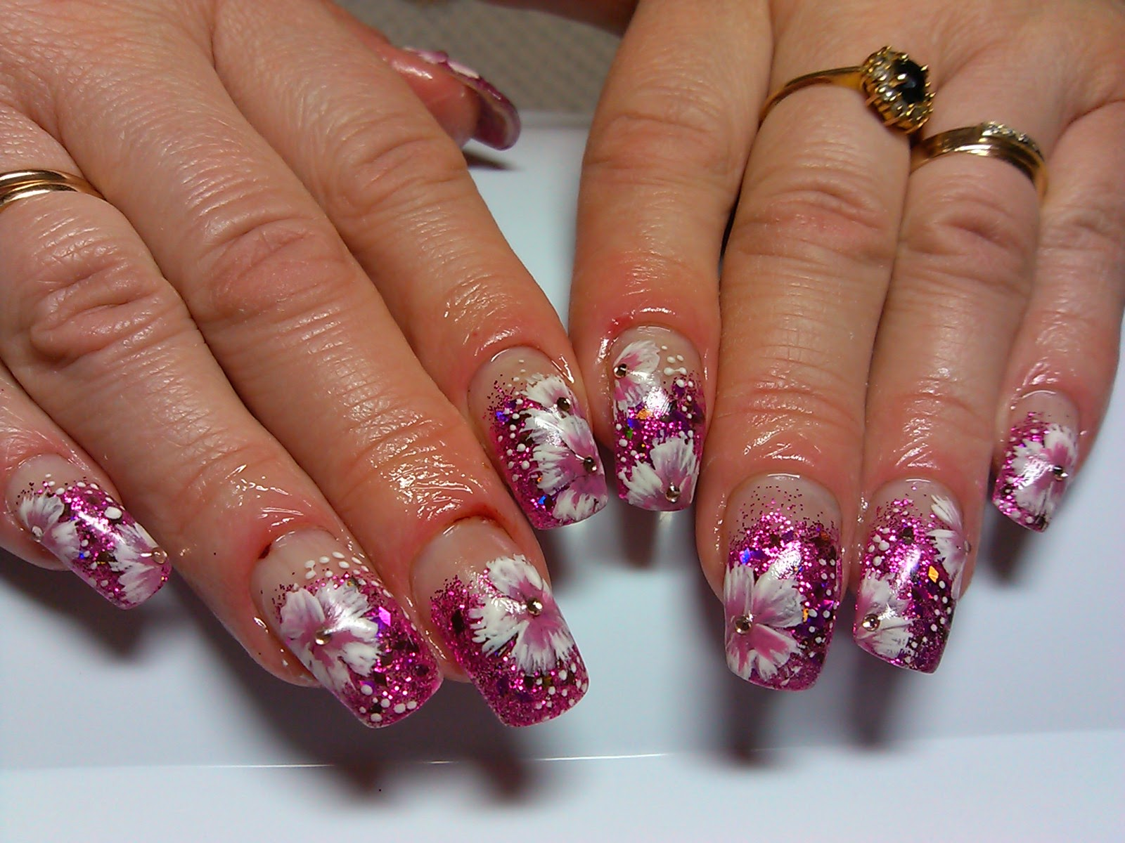Фото рисунков ногтей блестками