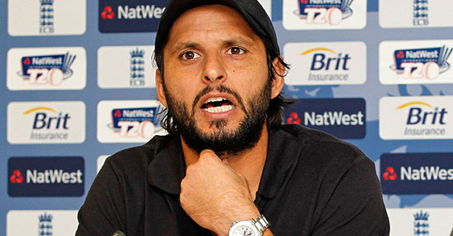 Pakistan cricket star Shahid Afridi lent his support Friday, 7 December 2012 to millions of people suffering from consecutive years of flooding, promising to continue to raise funds and awareness for their plight. AFP