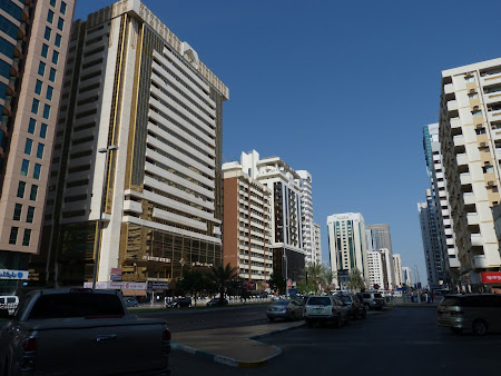 16. centru Abu Dhabi.JPG
