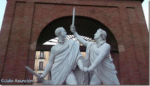 Daoíz y Velarde héroes de la Guerra de la Independencia - Plaza del Dos de Mayo - Madrid