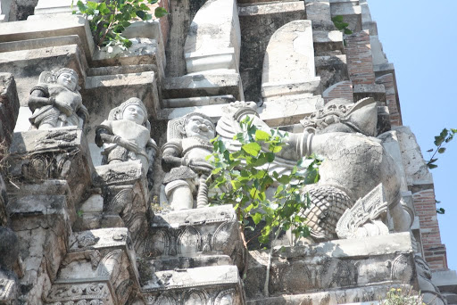 Wat Rajaburana is most famous for its pristine facades on the main pagoda.