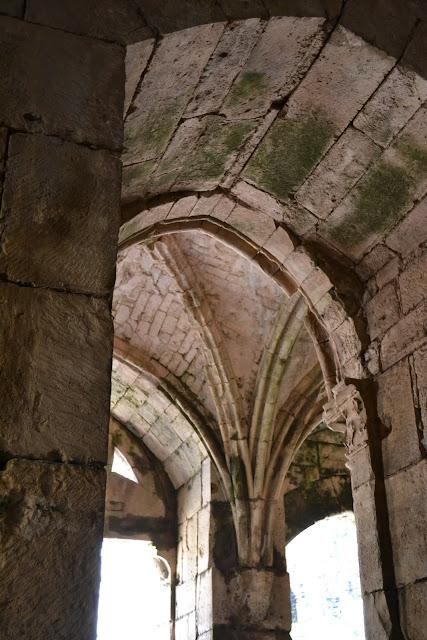 Krak de los caballeros arquitectura militar siria for Arquitectura militar