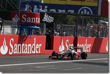 Hamilton sul traguardo del gran premio d'Italia 2012