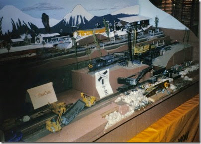 12 Ron Harmon's Display at the Triangle Mall in November 1995