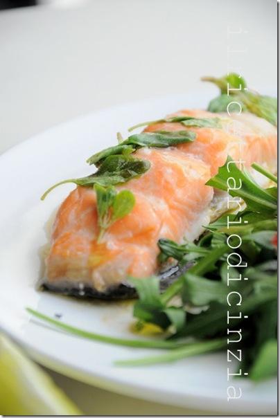 salmone alla salsa di lime e maggiorana + insalata di rucola e fragole