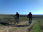 De izquierda a derecha: Jose (Moste) y Javier (Rebo) de Daganzo a Ajalvir (Madrid)