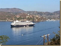 20140224_ Zihuatanejo bay and Quest (Small)