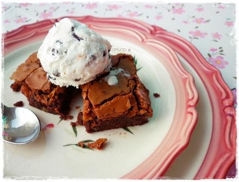 Brownies alle nocciole con gelato fiordilatte