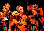 Las agrupaciones actúan en escenarios llamados tablados y en el Teatro de Verano Ramón Collazo, donde tiene lugar el Concurso Oficial. Para participar en él existe una prueba de admisión, aunque los que pasaron a las finales en el año anterior no tienen que hacer la prueba / Foto: Leonardo Correa y Anibal Bogliaccini.