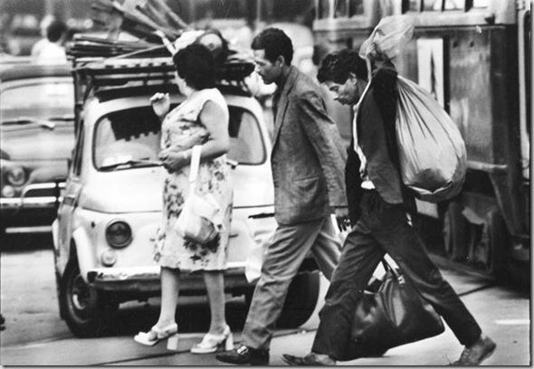 Immigrati marocchini a Porta Palazzo, Torino, 1973