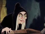 14 la reine déguisée en sorcière