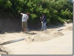 Trabajos en la playa de la Unidad de Gestión Municipal de Santa Teresita