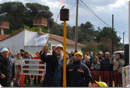 Intendente Juan Pablo de Jesús inaugurando la extensión de red de gas en el Barrio Rocco de Mar de Ajó