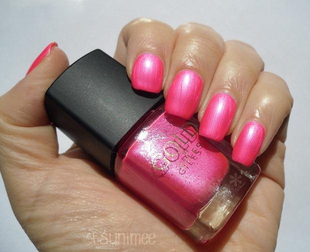 02-gold-by-giles-nail-polish-pink-review