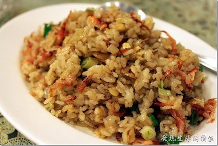 東港-國珍海產店。櫻花蝦炒飯,NT$100。炒飯好吃,米飯粒粒鮮明。
