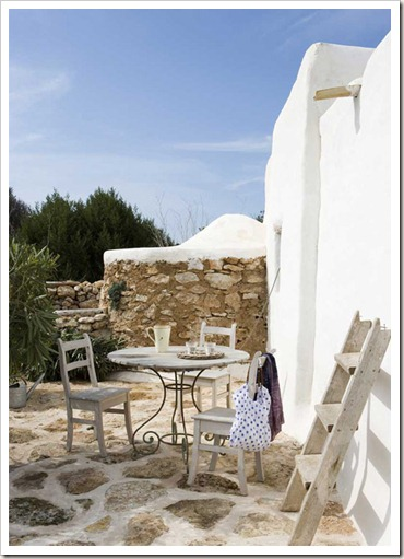 mediterranean-style-outside-tables