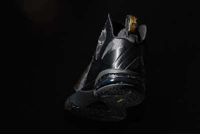 nike lebron 9 ps elite black gold away 11 06 kenlu LeBron 9 P.S. Elite White/Gold (Home) & Black/Gold (Away)