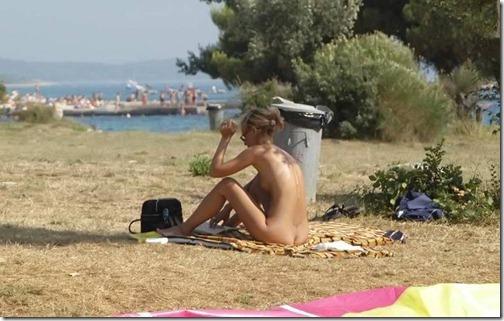17-meninas-praia-nudismo-3