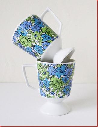 Floral pattern vintage pedestal mugs