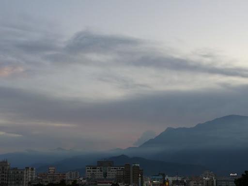 幻想的な山。