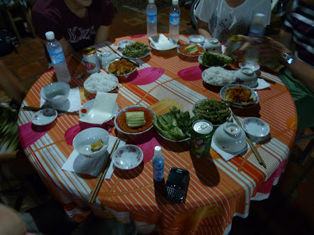 Tur Delta Mekongului: mancare intr-un sat vietnamez