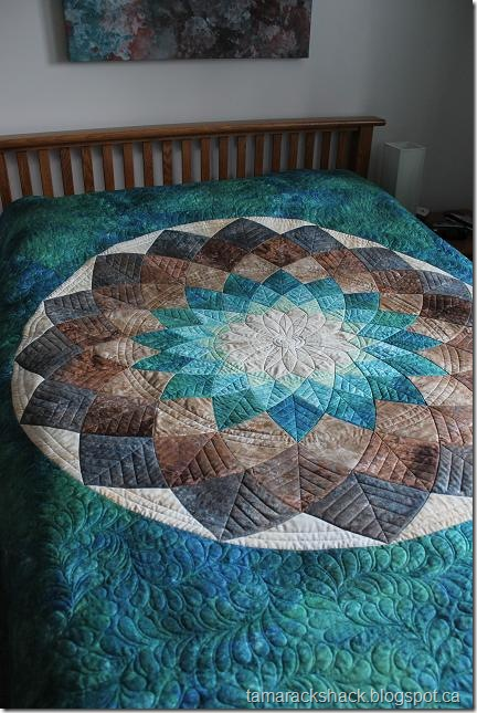 Giant Dahlia Quilt Images : Tamarack Shack: Giant Dahlia Quilted