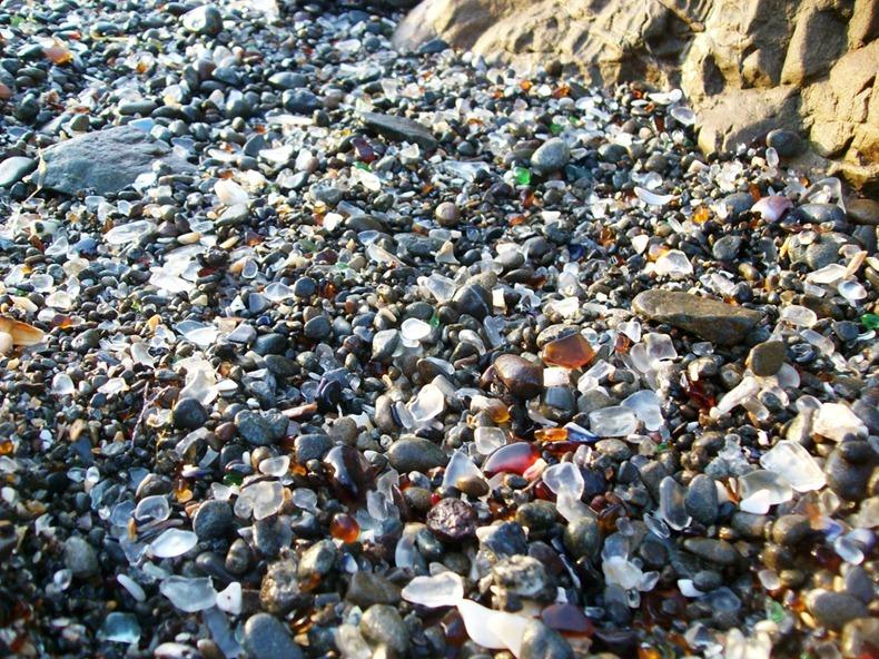 شاطى الزجاج glass-beach-5%255B